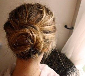 Slarvig knut som hårstil