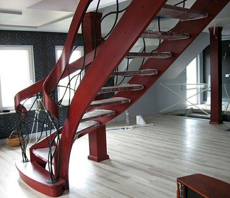 Czerwień i bordo jest kolorem dynamiki i przyciąga uwagę, pasuje do pomieszczeń, w których panuje duży ruch. To kolor życia i emocji. Ma wiele znaczeń, w zależności od kultury. W Chinach symbolizuje szczęście i miłość, w Polsce jest to głównie kolor miłości. A Wy chcielibyscie mieć schody wlasnie w takim kolorze?  #schodymika #schody #schodydrewniane #stairs #wood #wooden #woodworking