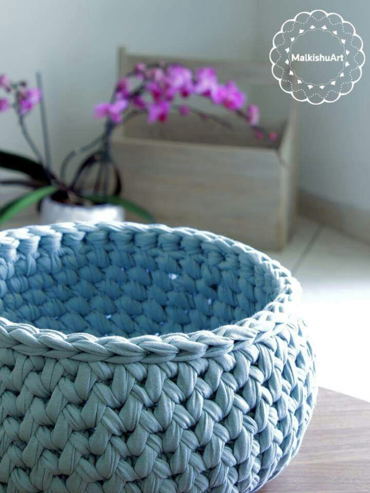 My new crochet basket made with tshirt yarn. A round ...