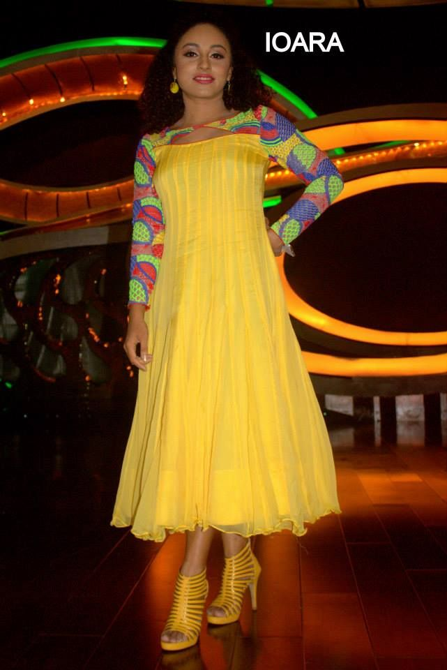 Pearle maaney wearing a yellow coloured Anarkali suit