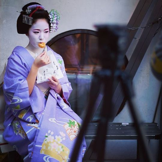 April 2016: maiko Kimihiro (wearing an outfit for May, because of the Kyo Odori)