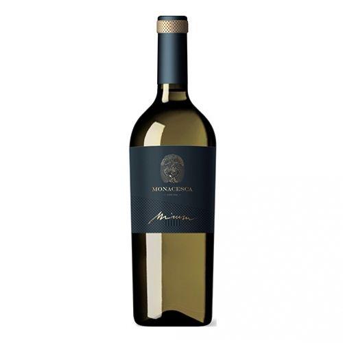 Verdicchio di Matelica - la  leggera surmaturazione delle uve, prima della vendemmia, conferisce al vino una grande ampiezza e complessità. Siamo di fronte a un bianco importante che esprime un profilo aromatico molto evoluto con note di agrumi, miele e mandorle tostate. Al palato è ricco, opulento, profondo, un vino che evolve nel bicchiere svelando aromi affascinanti.