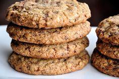 Chutné domácí sušenky ze dvou surovin. Čím jsou banány zralejší, sušenky jsou sladší. Můžete použít i cukr, med ....