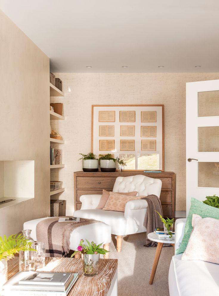 Rinc n de sal n con butaca blanca c moda cuadro y for El mueble decoracion