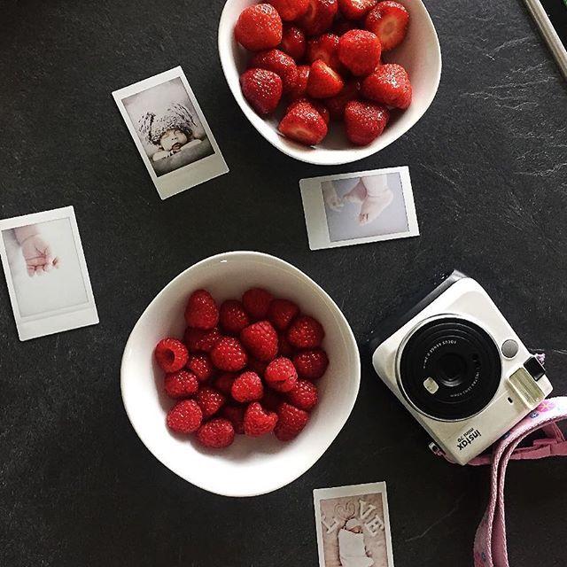 Es ist gerade die leckerste Zeit der Saison! Jetzt kann man die Erdbeeren und Himbeeren selbst pflücken und sich so richtig satt essen!