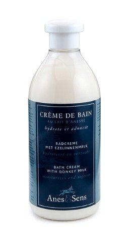 Dans le bain ou sous la douche, la crème de bain (400 ml) qui contient 20% de lait d'ânesse, convient particulièrement aux peaux sensibles et fragiles, ainsi que pour le bain des bébés.  On peut également utiliser la crème de bain au lait d'ânesse comme shampoing, pour soigner les cuirs chevelus atteints d'eczéma ou de psoriasis.