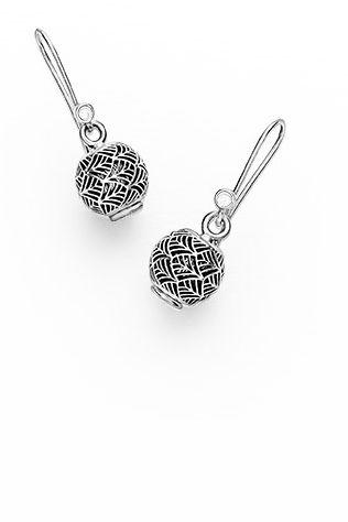 Use the Tropicana openwork charms on PANDORA's earring