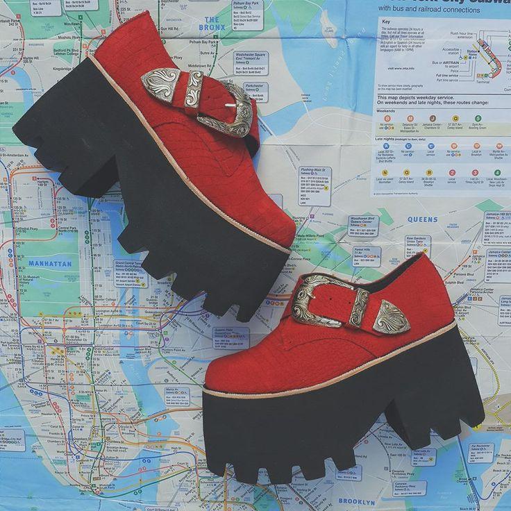 Nuestras elegidas en rojo > Tailandia en croco heart emoticon ¡Ya se encuentra nuestro SHOE-FACTORY disponible! Es una herramienta online que te permite elegir la forma y el color de la capellada y base de tu zapato. Empeza a diseñar! > http://sofiadegrecia.com.ar/sg/shoefactory
