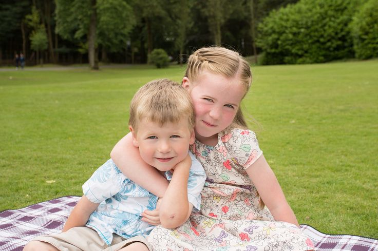 Relaxed Natural Siblings Portraits