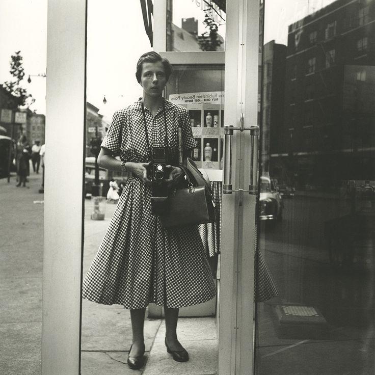 Self-portrait, New York, July 29, 1954, Tirage gélatino-argentique réalisé par Steve Rifkin, laboratoire Hanks, NY, 2014 50,8 x 40,6 cm N°7/15 © Vivian Maier
