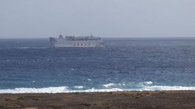 Puerto de Las Palmas. Gran Canaria     : Volcan de Tauce de Naviera Armas navegando por la ...