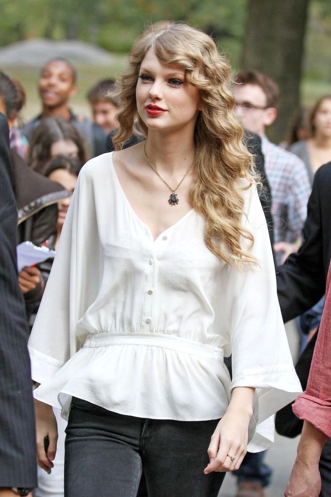 Taylor Swift performing a free concert for fans in Central Park on October 25th, 2010