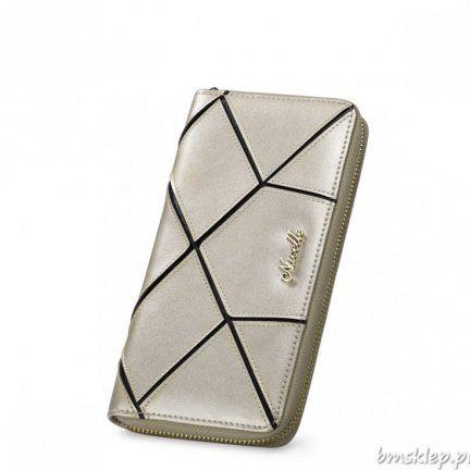 Gustowny damski, skórzany portfel marki Nucelle w srebrnym kolorze. Czarne linie na frontowej części tworzą ciekawą mozaikę. Wnętrze wykończone jest eleganckim materiałem z żakardowym wzorem, który współgra z zewnętrzną częścią. W środku znajdują się #kieszenie: na telefon komórkowy, na karty oraz na #zamek. Całość zamykana jest na zamek błyskawiczny.... #PORTFELE - http://bmsklep.pl/portfele