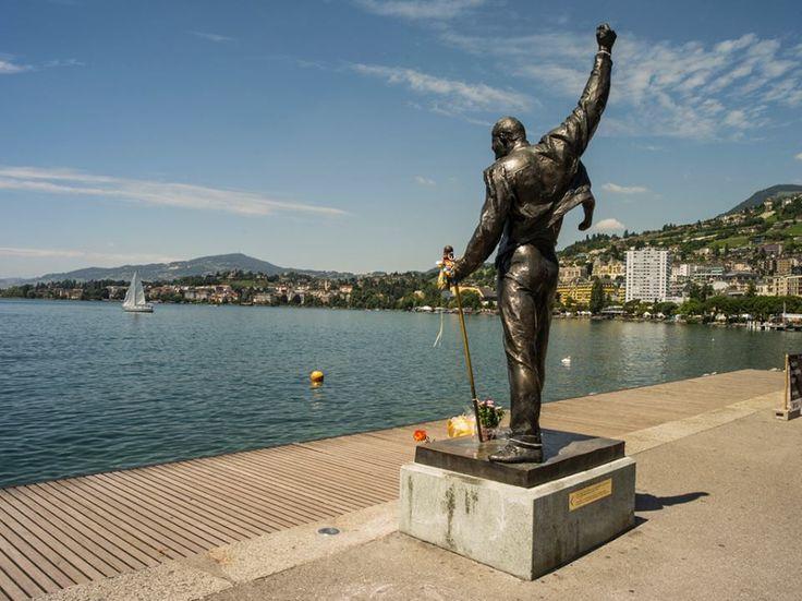 A florida Montreux respira música em um dos mais belos cenários lacustres do mundo. Freddie Mercury escolheu a cidade como lar, onde escreveu as últimas letras e cantou sua última canção. À beira-lago, sua estátua de bronze, de punho levantado, mira o horizonte na companhia de gaivotas, flores e milhares de fãs saudosos.