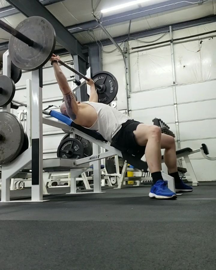 Incline Bench Press Work 135lbs 310 1 Set Shown In Video 225lbs 22 1 Set Shown In Video Incline Benc Powerlifting Motivation Bench Press Incline Bench