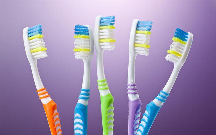 <p>A escova de dentes é um dos alvos preferidos de micróbios nocivos à nossa saúde. Com isso o armazenamento inadequado pode nos causar diversas doenças, como periodontite, candidíase, gengivites, cáries e até diarreia e que podem se agravar e causar…</p>
