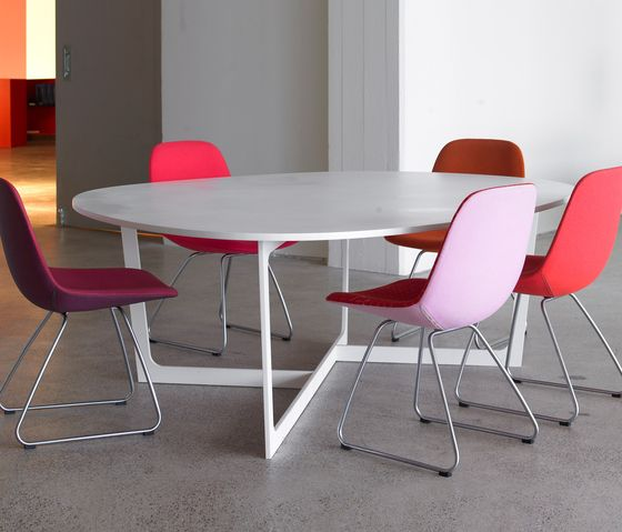 Dining tables | Tables | Insula | Erik Jørgensen | Anne-Mette. Check it out on Architonic