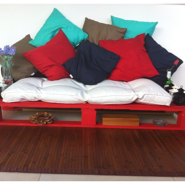 Cute idea, made with painted pallets and futon mattress