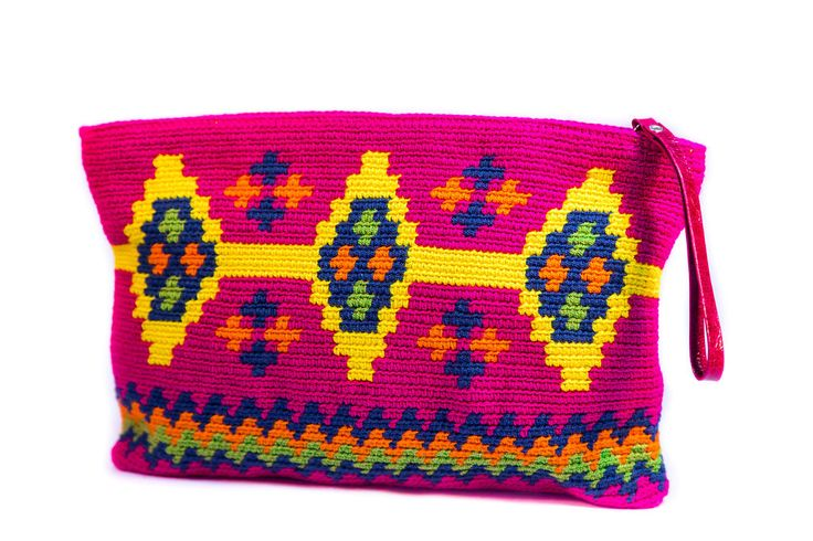 This versatil and funky Wayuu Clutch is a must-have accessory to round out your look. Playful and totally pop will add a hue of neon to your wardrobe. Dont want to wear it like a everyday clutch it ca