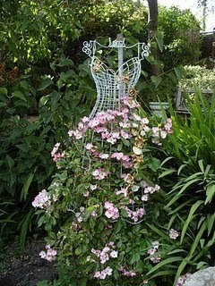 Josh will have to to the plant part, but this is awesome.Gardens Ideas, Secret Gardens, Climbing Rose, Flower Dresses, Trellis, Chicken Wire, Romantic Gardens, Vintage Dresses Form, Floral Dresses