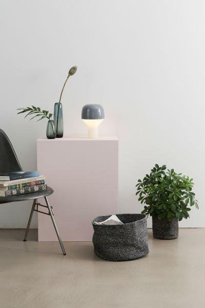 Tischleuchte Cap, minimalistisches Design, Nachttischleuchte, Design-Tischleuchte in Pilzform.