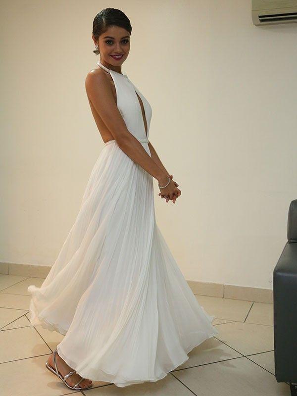 Sophie Charlotte usou vestido branco com decote nas costas da grife Printing.