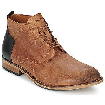 Inspirée des desert boots la Steam Desert de Schmoove apporte du caractère à votre style tout en répondant au confort exigé par une chaussure montante homme. L'empiècement en cuir lisse apposé sur le contrefort arrière de la chaussure consacre son originalité maîtrisée. - Couleur : Cognac / Noir - Chaussures Homme 165,00 €