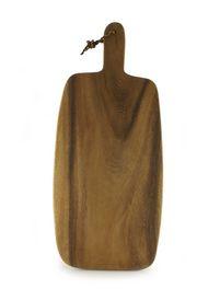 Snijplank van acaciahout met handgreep.