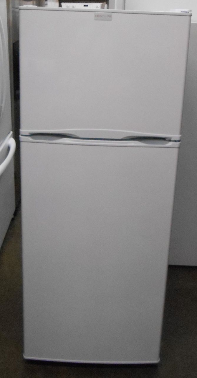 appliance city frigidaire 12 cubic foot counter depth top freezer refrigerator with 2 full. Black Bedroom Furniture Sets. Home Design Ideas