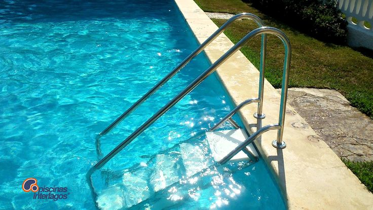 17 best images about equipamiento piscinas on pinterest for Escalera piscina facil acceso