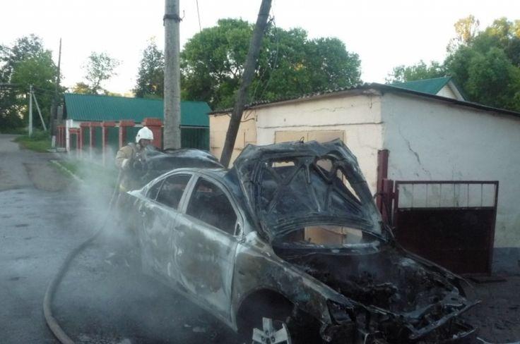 Рано утром в Богородицке загорелся Mitsubishi Lancer