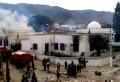 Le matin c'était le poste de la Police judiciaire qui a été incendié, l'après-midi c'est au tour du poste de la police de la cité Habib Thameur à Ghardimaou (Jendouba). En effet, un groupe de salafistes ont attaqué ce poste de police avant de le saccager et l'incendier selon la radio Shems Fm. Selon la [...]