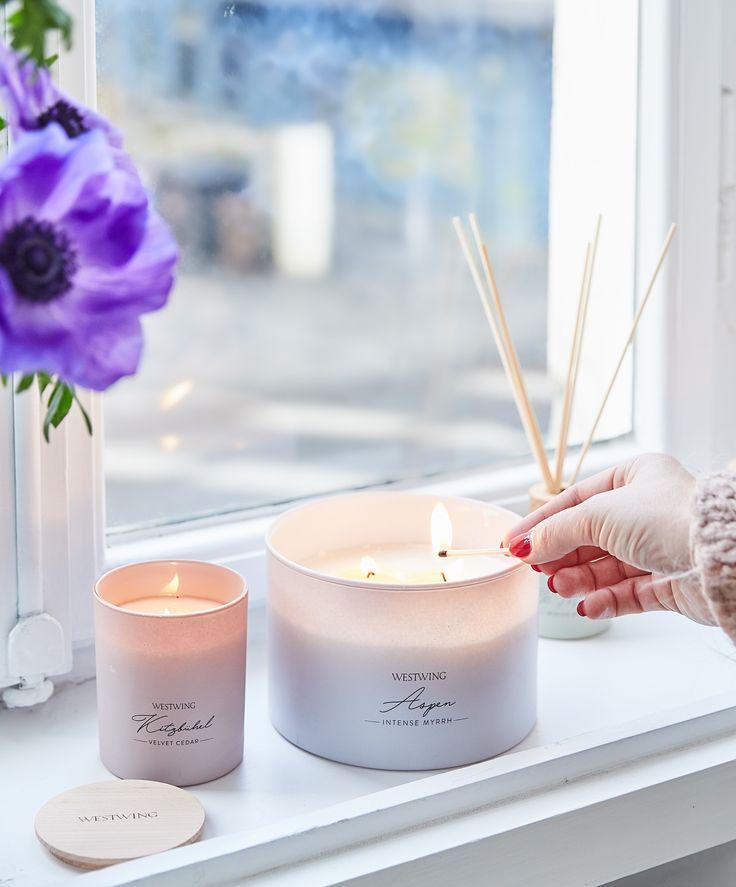 Wir lieben Interior! Darum haben wir unsere eigenen Möbel und Wohnaccessoires designt – die Westwing Collection. Unser Anspruch daran? Mit unseren ausgewählten, hochwertigen Produkten Ihr Zuhause noch schöner zu machen. Unser Favorit: Duftkerze Kitzbühel (Zedernholz)! // Wohnzimmer Deko Dekoration Blumen Vase Gold Glasvase Kerzen Duftkerze Skandinavisch Ideen Einrichten Altbau #Wohnzimmer #Wohnzimmerideen #Deko #Dekoration #Duftkerze #Skandinavisch #Ideen #Einrichten #Altbau