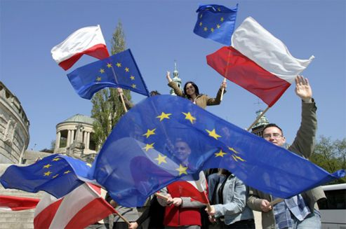 """""""When Poland's prime minister and top diplomat signed the EU accession treaty, little can they have known that the benefits would be this immense, both for Poland and the Union,"""" writes Poland's Foreign Minister Radosław Sikorski in an article marking the 10th anniversary of Poland's EU accession, which falls on May 1st."""