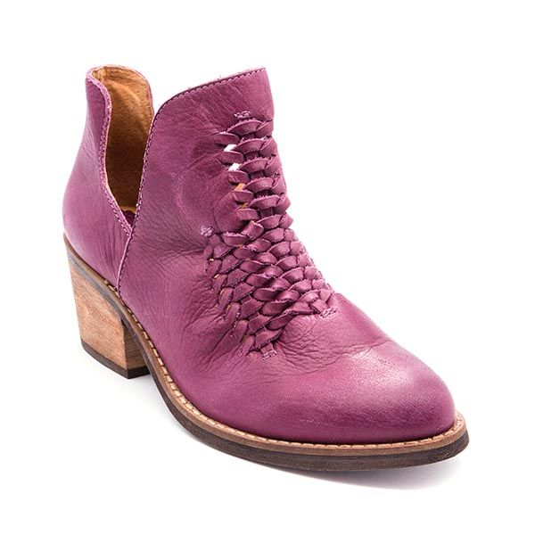 Discover the latest shoe trends from Footwear Unlimited brands including Baretraps, Latigo, Andrew Geller, and Wear.Ever. Shipping is always free on orders of $75 or more.