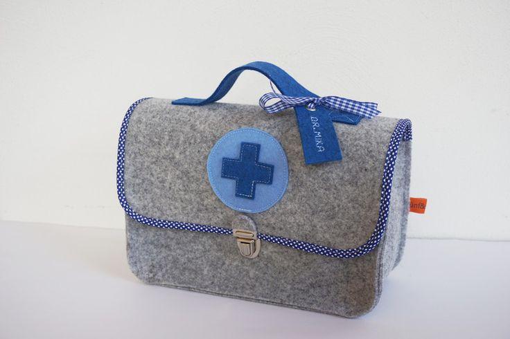 Ritter - ♥ Arztkoffer blau ♥ Puppendoktor ♥ Doktorkoffer - ein Designerstück von Fuenfundsiebzig bei DaWanda