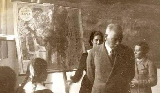 """Atatürk yeni Türkiye'nin yaratılmasında öğretmenlere büyük görevler düştüğü inancındaydı. Çağdaş bir ulus olmamız için eğitimin yaygınlaşması gereğine inanıyordu. Bu nedenle Atatürk """"Ulusları kurtaracak olan yalnız ve ancak öğretmenlerdir."""" Sözleriyle öğretmene verdiği önemi ve duyduğu saygıyı en güzel biçimde anlatmıştır.Bu yüzden Atatürk'ün 100. Doğum yıldönümü olan 1981 yılında, 24 Kasımın her yıl Öğretmenler Günü olarak kutlanması kararlaştırıldı."""
