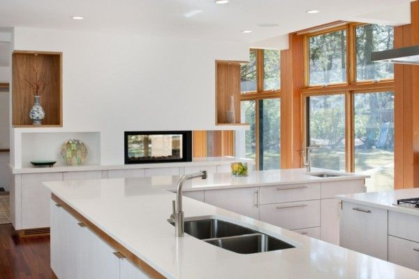 White Glossy Kitchen from Contemporary House Design Ideas for Green Home Design Ideas 600x399 Contemporary House Design Ideas for Green Home Design Ideas
