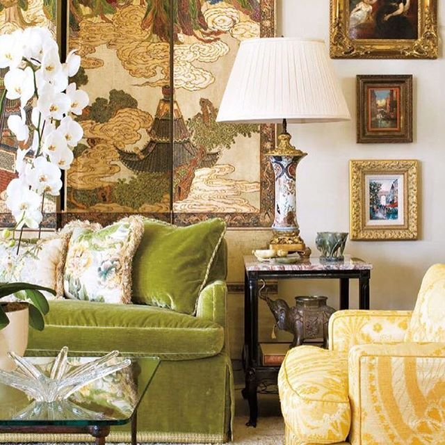 Exquisite elegance in this Chinoiserie chic meets traditional English living room designed by #josephminton. ✨💚✨ Just stunning! 😍