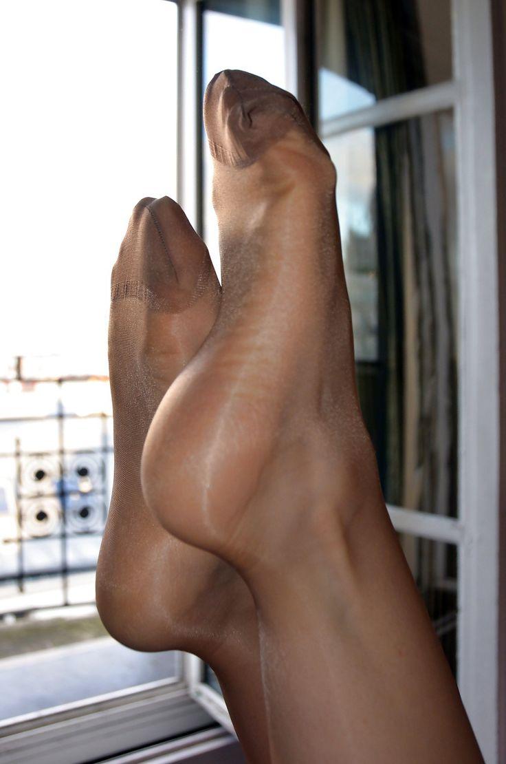 Pantyhose foot toe reinforced