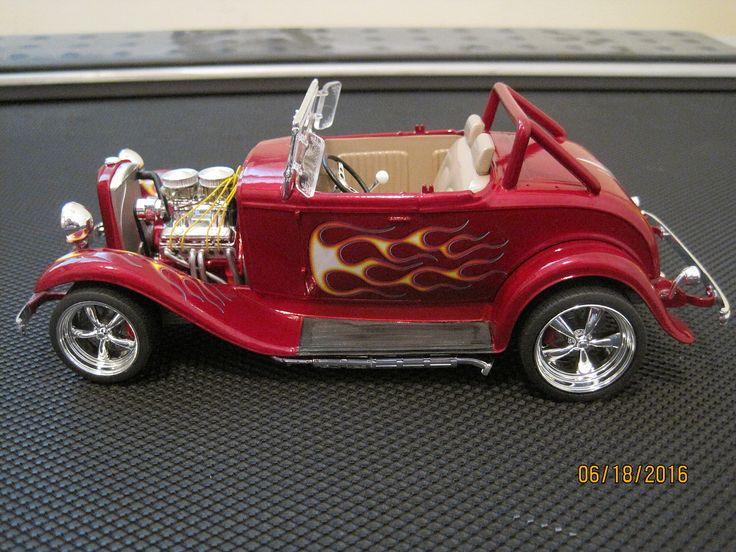 1932 ford street rod plastic model car kit in 124 scale http