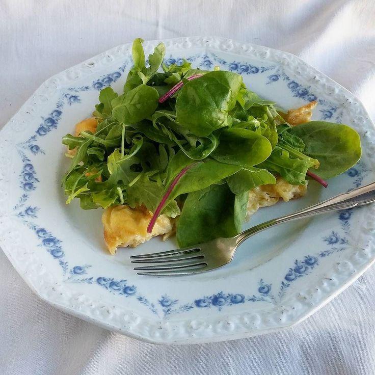 Munakas salaatilla. #munakas #salaatti #lounas #itsetehty #ruokablogi #ruoka#kotiruoka #herkkusuu #lautasella #Herkkusuunlautasella#ruokasuomi