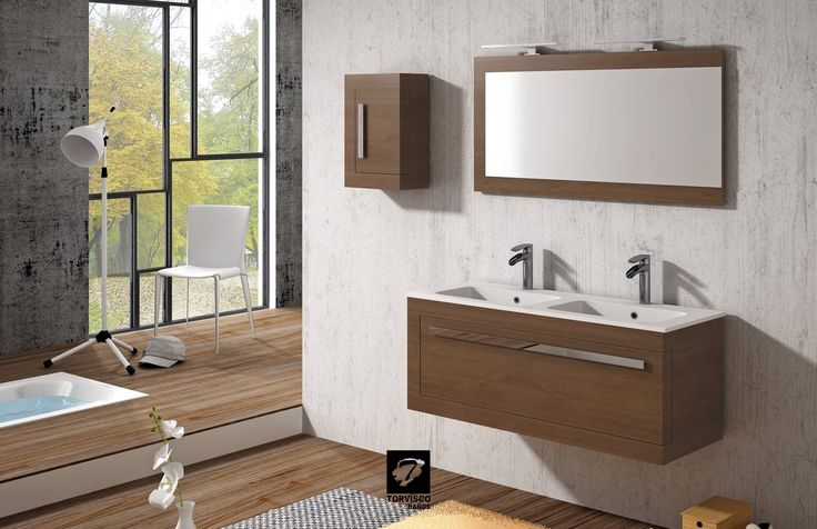 Mueble de baño KUMA de TORVISCO GROUP, de madera de pino macizo INSIGNIS, con un cajón de diseño espectacular. Mide 120, encimera MOONSTONE doble seno, espejo KUMA, mueble auxiliar de colgar KUMA, acabado NOGAL TABACO.