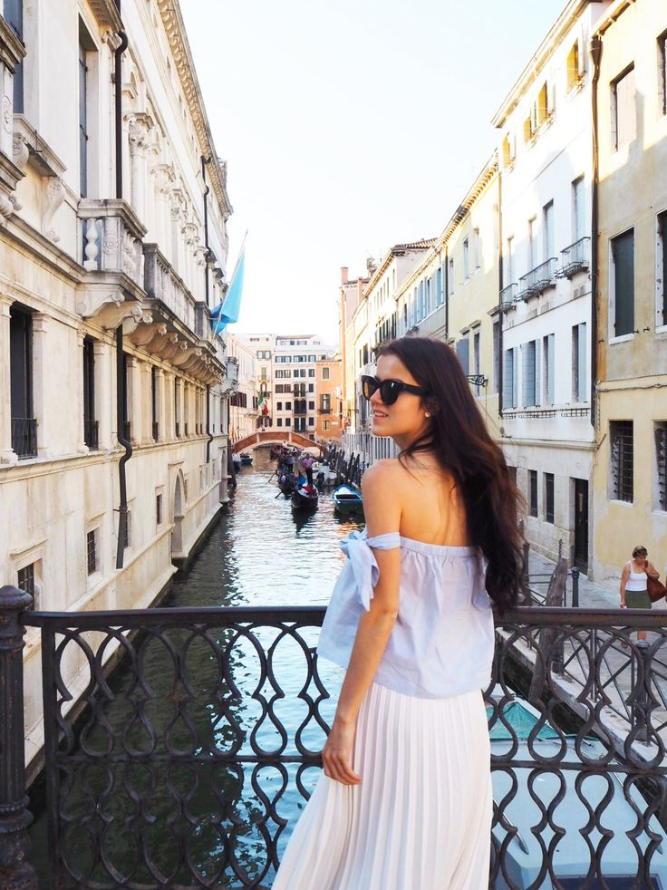 La dolce vita. Greetings from beautiful Venice. Here is an outfit, worn one beautiful evening. A white pleated skirt combined with an off the shoulders top.