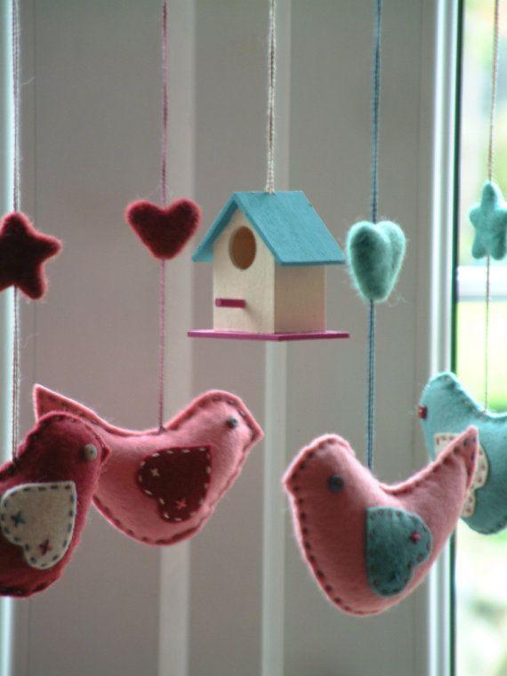 plus de 1000 id es propos de cadeaux naissance sur pinterest montessori mobiles et b b. Black Bedroom Furniture Sets. Home Design Ideas