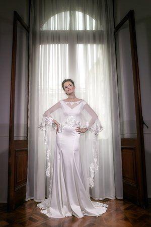 La maison de couture ALKMINIconfectionne des robes de  mariée. www.alkmini.info