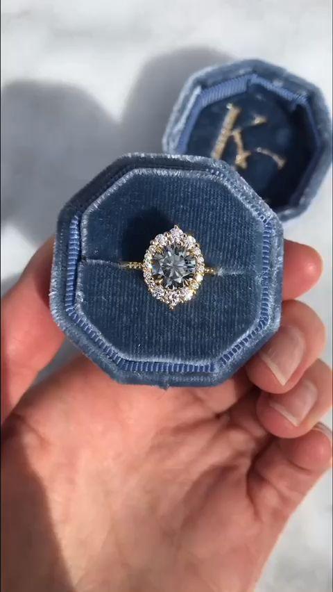 The Vintage-Inspired Emerson Halo Ring Der antik i…