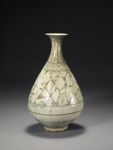Buncheong Bottle, Joseon dynasty (1392–1910), 15th century, 14.7 inches in height. In the November 2014 issue of Ceramics Monthly Sam Chung discusses how his work has changed throughout his career and some of the major influences behind his work. Chung mentions that he is currently focusing back on traditional Korean bottle forms, particularly the rice-bale bottle forms from the Joseon Dynasty…