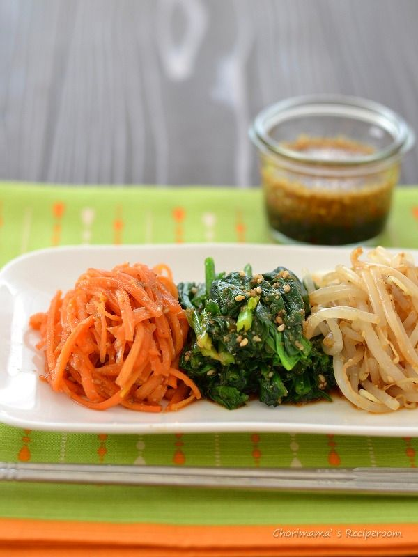万能ナムルだれ・野菜のナムル by 西山京子(ちょりママ)さん / 万能ナムルだれを作って、にんじん、ほうれん草、もやしなどお好きな野菜に和えるだけ!にんじんは20秒湯通ししたものでどうぞ!にんじんが驚くほどよくいただけます。 / ナディア