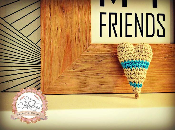 Crochet handmade heart shape with love for people you love. Custom. uncinetto cuore fatto a mano personalizzabile